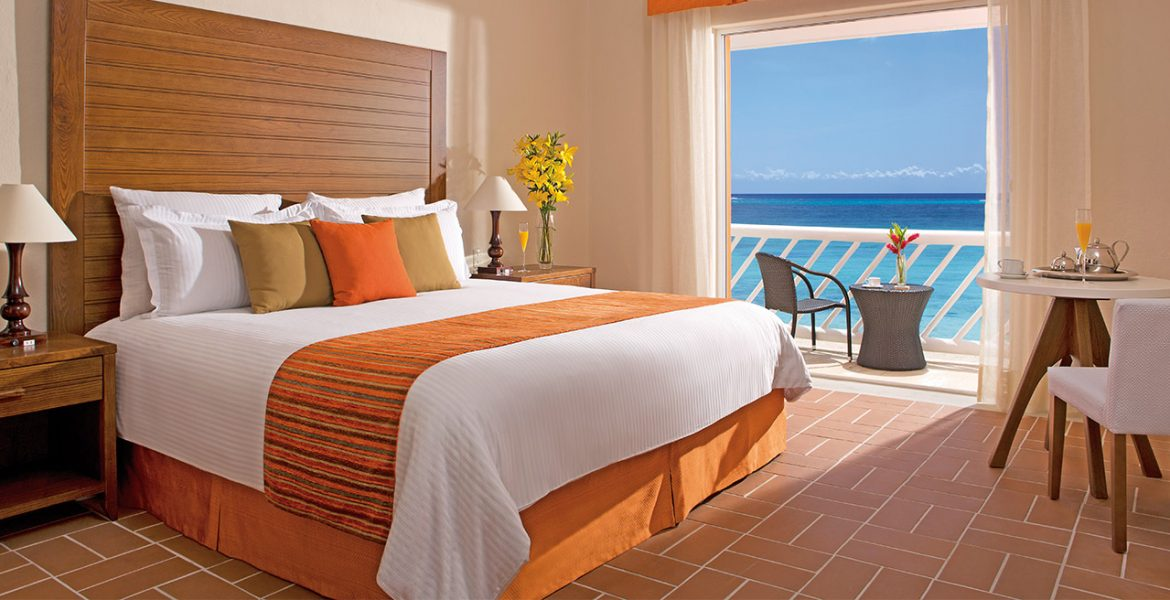hotel-room-orange-white-bedding