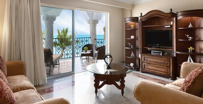 resort-suite-living-room-balcony-view