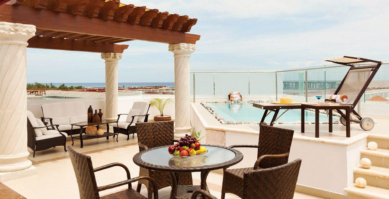 resort-trellis-outdoor-seating-pool