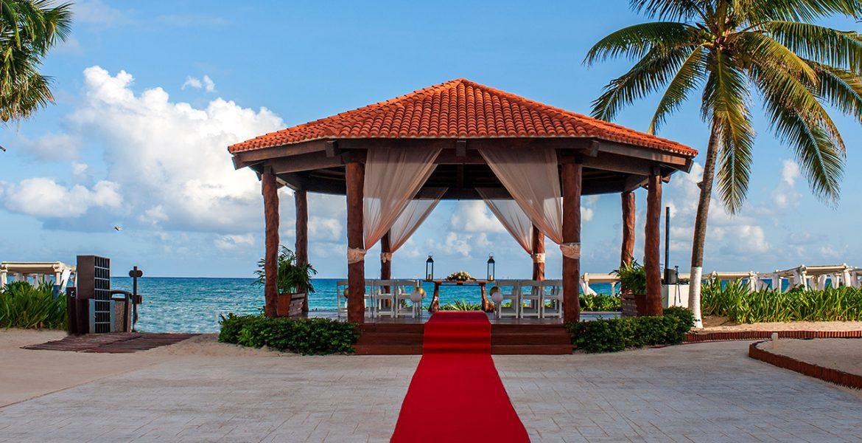 resort-veranda-weddings-red-carpet-walkway