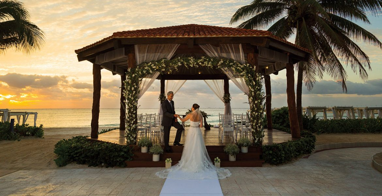 resort-veranda-bride-groom-sunset