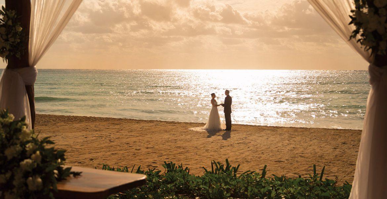 bride-groom-beach-sunset