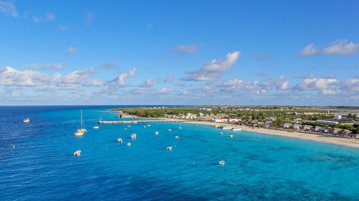 aerial-view-bright-blue-ocean-turks-caicos