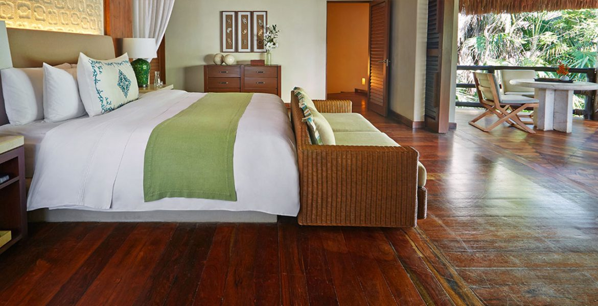 resort-suite-natural-decor-white-bed