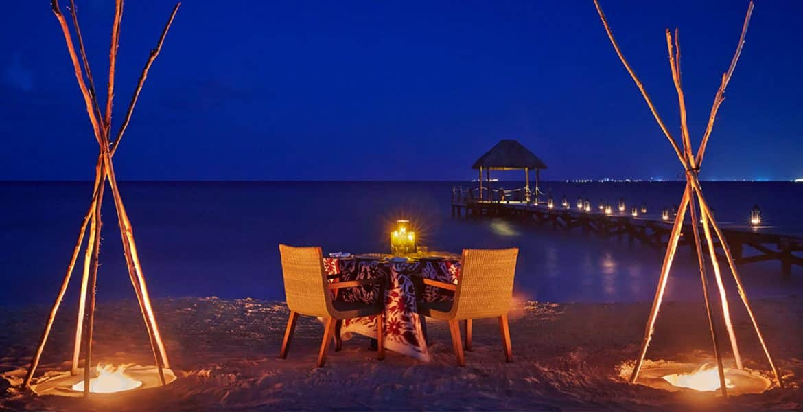 dining-on-the-beach-nighttime