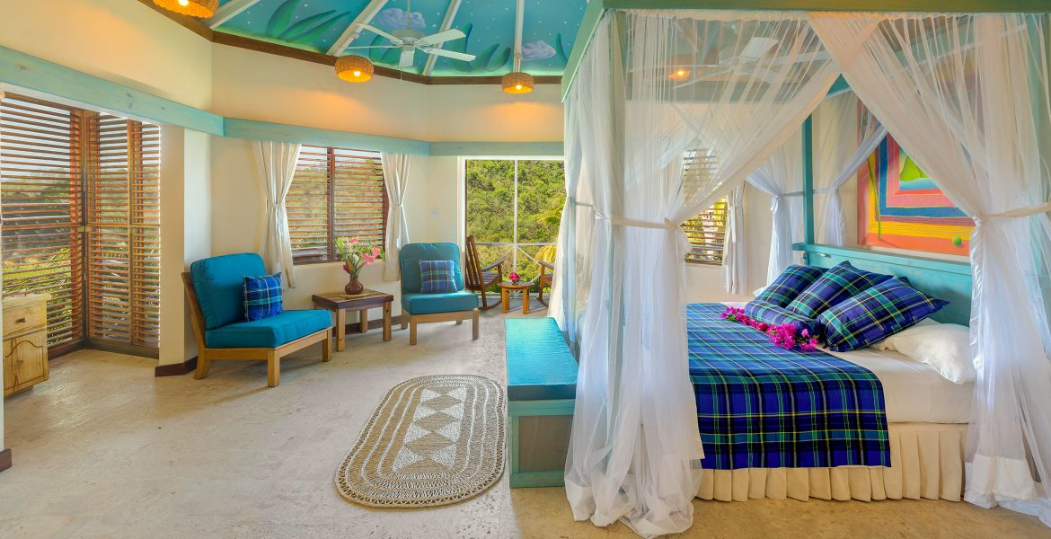 suite-blue-bed-white-canopy