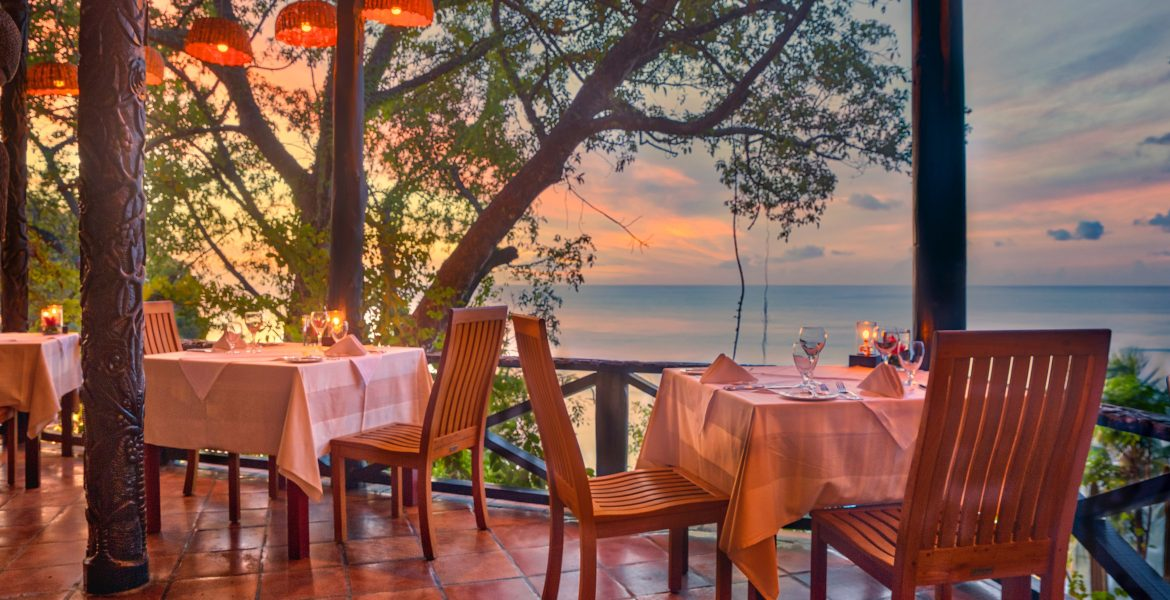 sunset-dining-balcony-overlooking-ocean