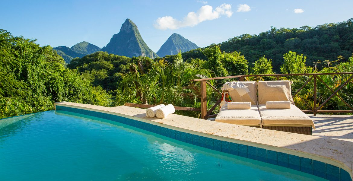 turquoise-pool-white-towels-green-jungle-pitons-peaks