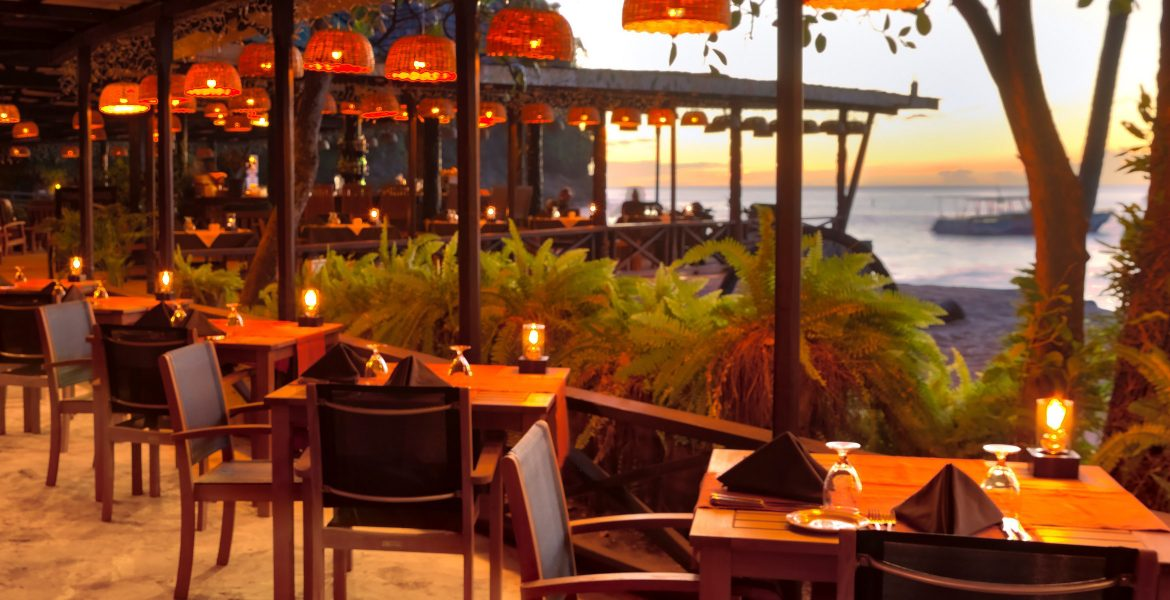 sunset-dining-over-ocean