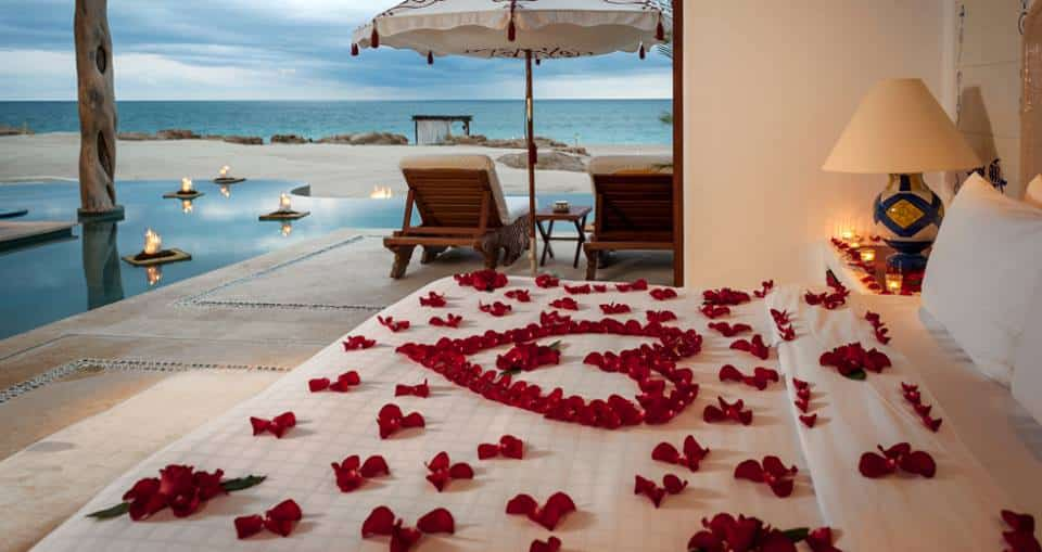 A Las Ventanas romance suite for two sleeping outside, right on the beach.