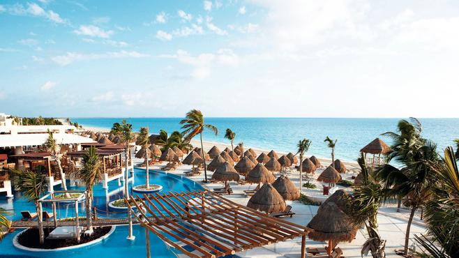 Mexican Caribbean resort overlooking the ocean