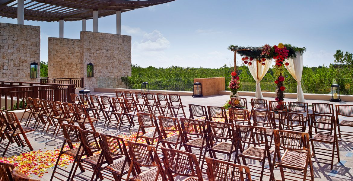 resort-wedding-setup-chairs