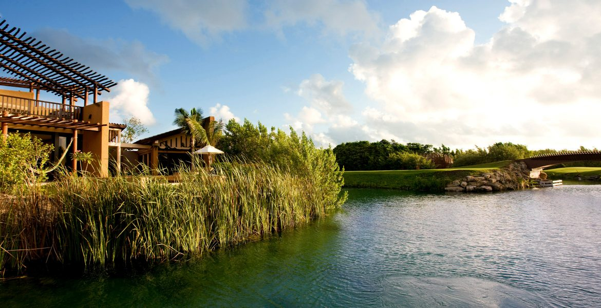 resort-lagoon-access-green-foliage-blue-lagoon