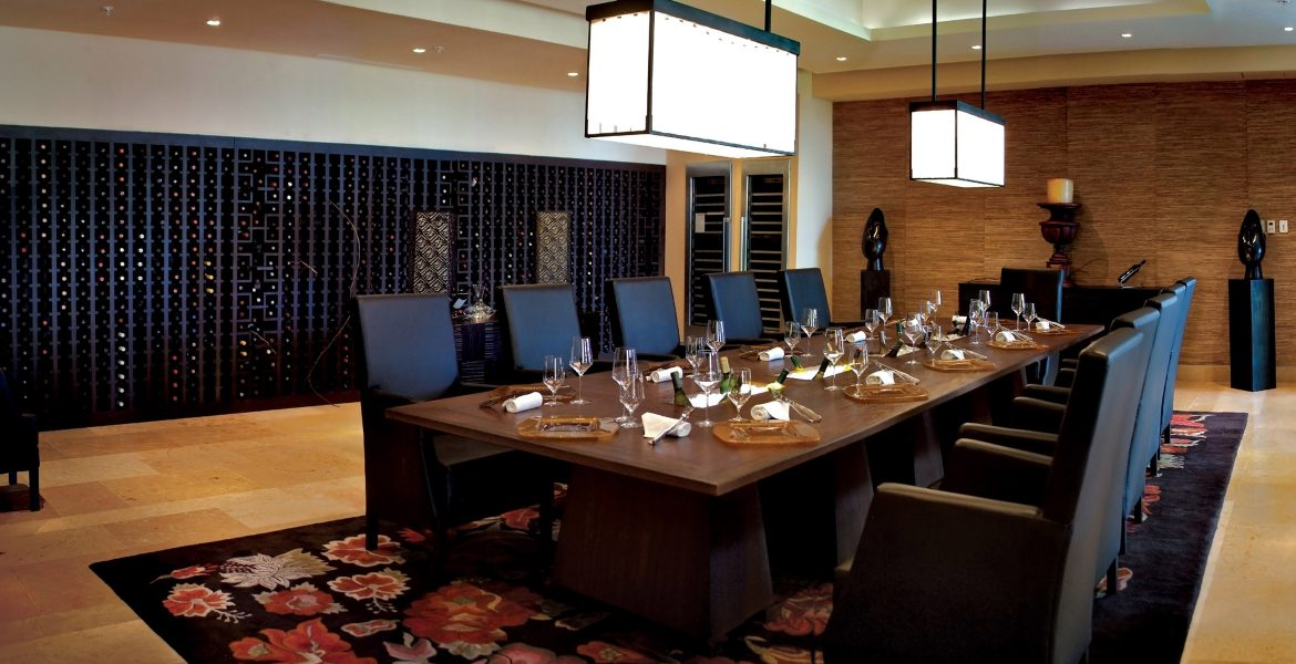 resort-conference-room-table-chairs