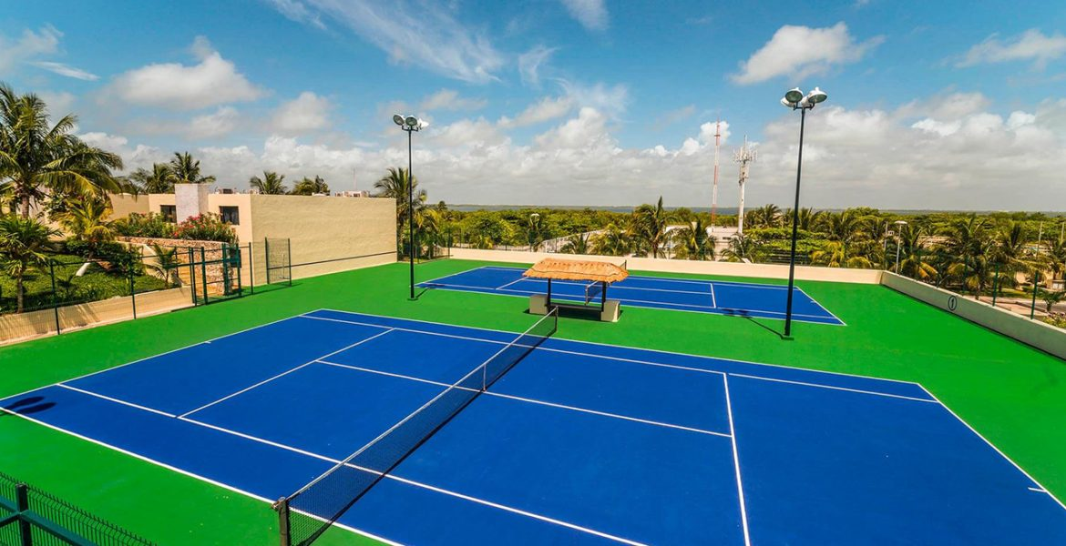 resort-tennis-court