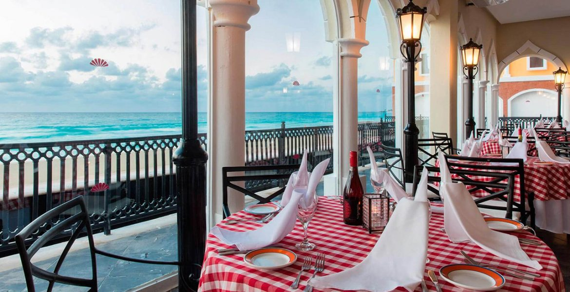 open-air-dining-facing-ocean-checkered-table-cloth