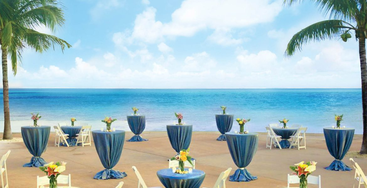 wedding-table-setup-on-beach