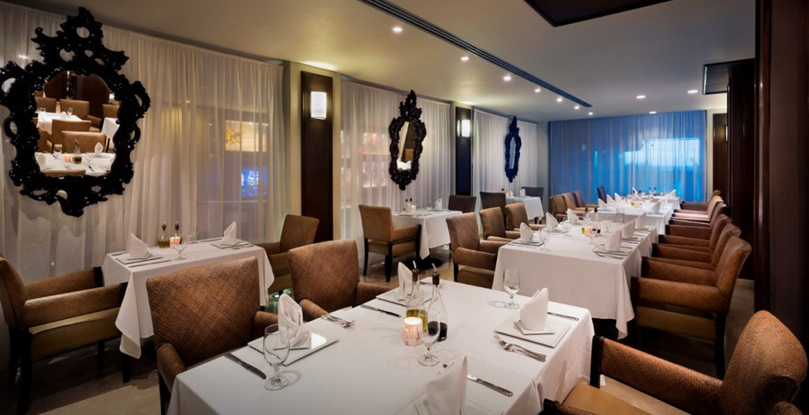resort-dining-room-white-tables