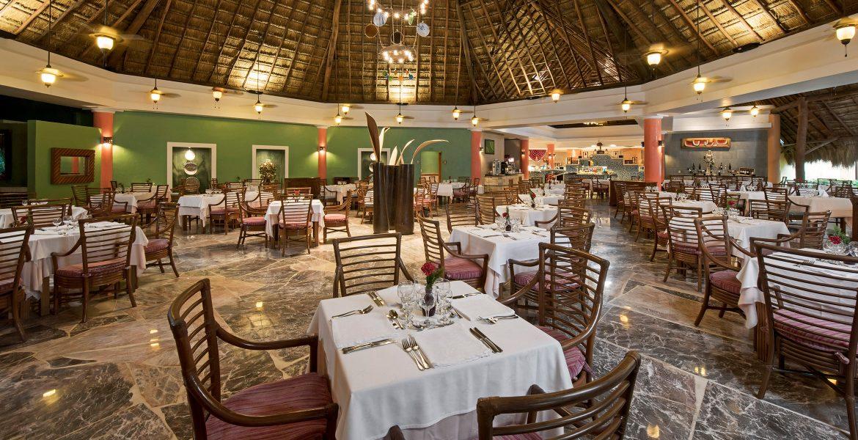 resort-restaurants-white-table-cloths