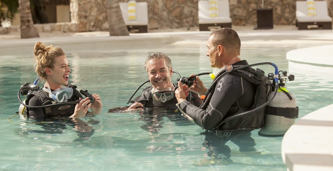 scuba-instructor-two-students-in-pool