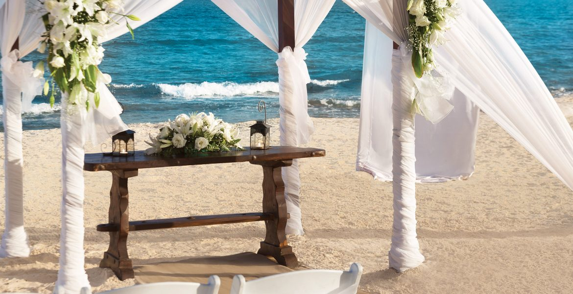 beach-wedding-table-veranda