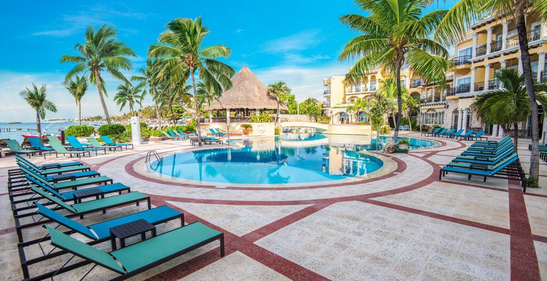 resort-pool-green-palm-trees