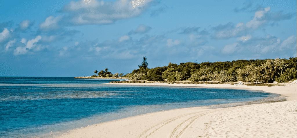 white-sand-beach-turquoise-ocean-blue-sky-cococay-bahamas