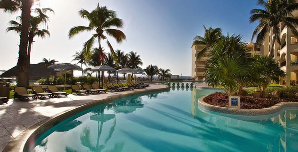 resort-pool-palm-trees