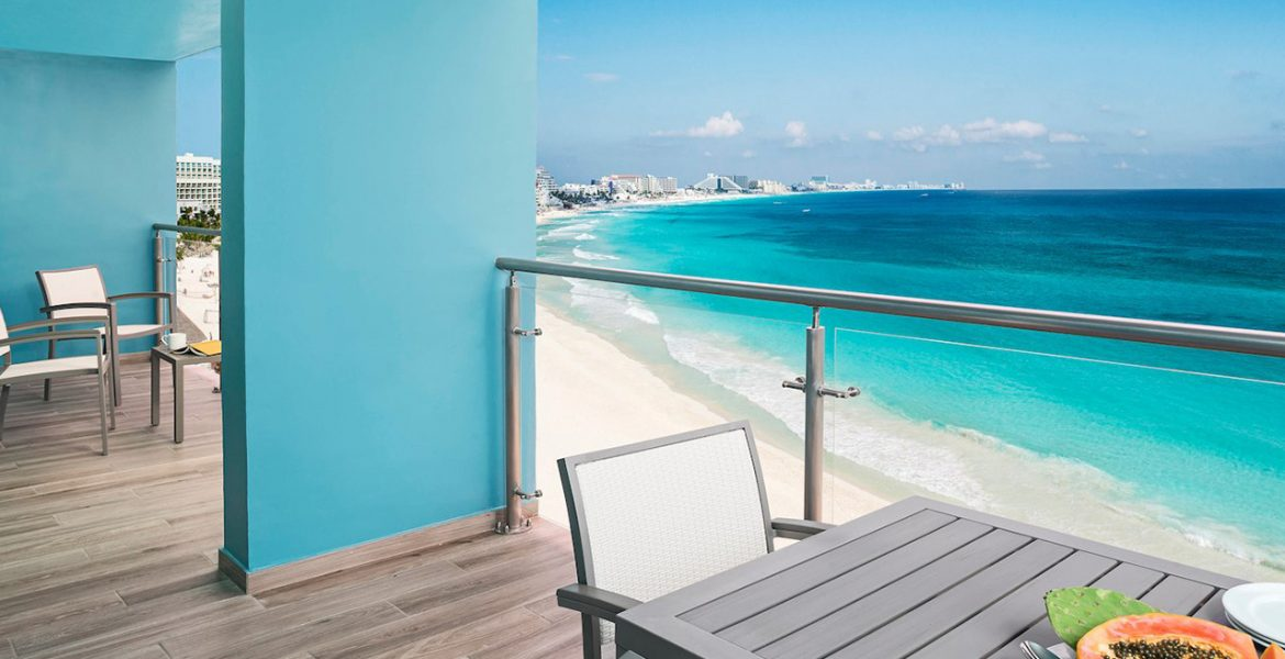 resort-balcony-table-overlooking-turquoise-ocean