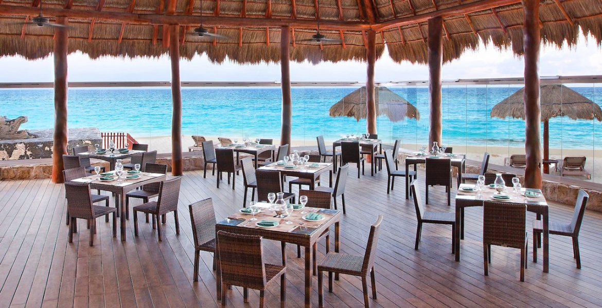 open-air-dining-on-beach-under-palapa