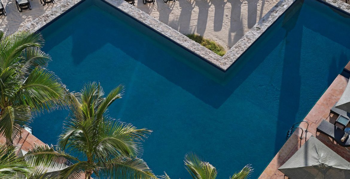 aerial-view-resort-pool-palm-trees