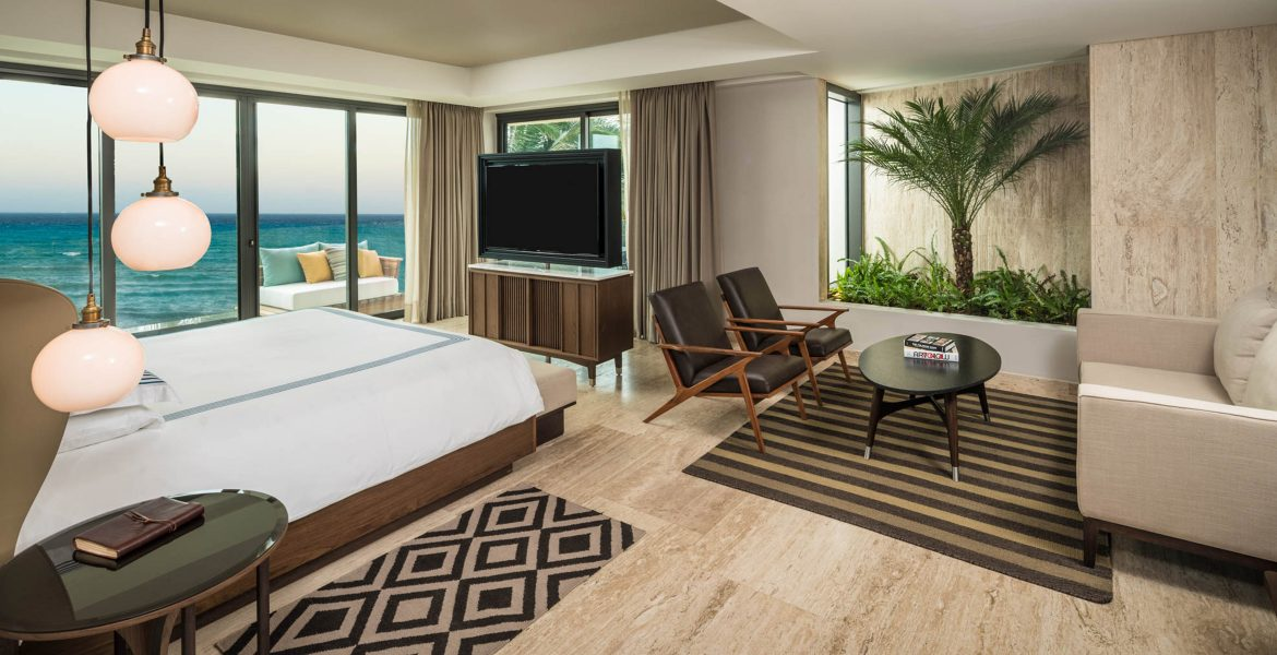 hotel-suite-white-bed