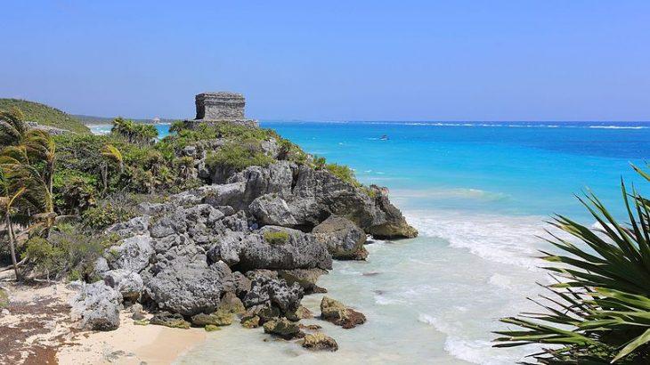 tulum-mayan-ruins-on-turquoise-ocean-beach