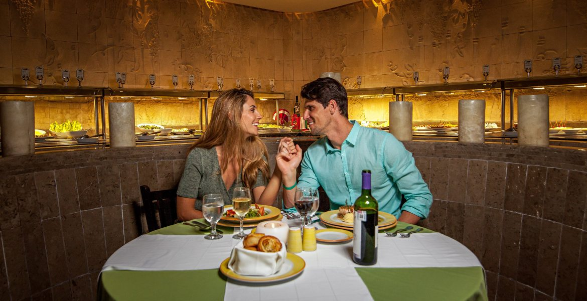 couple-dining-white-green-table