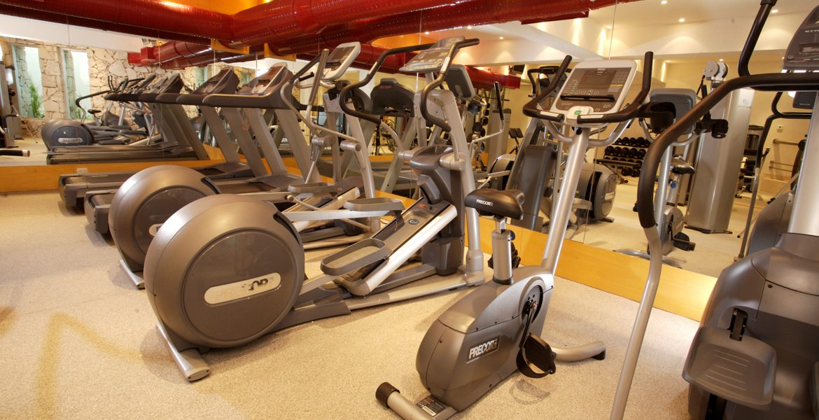 beach-resort-gym-with-elliptical-machines