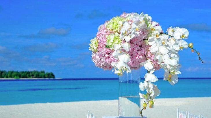 wedding-bouquet-on-table-on-beach-ocean-behind