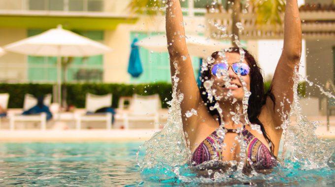 girl-pool-water-splash