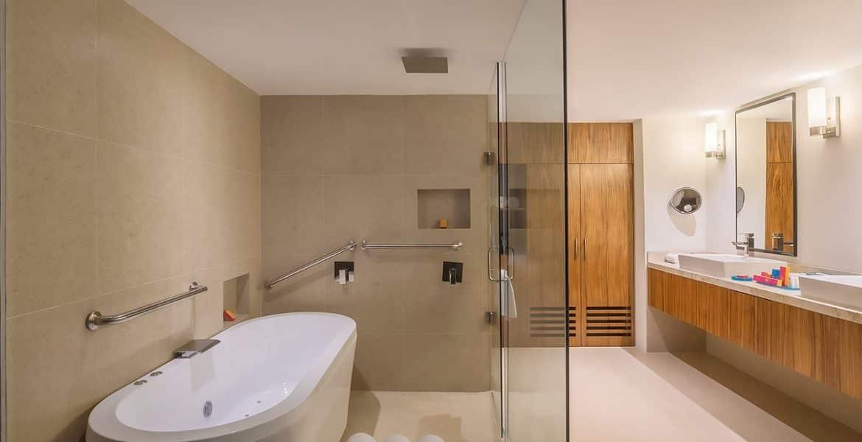suite-bathroom-fiesta-americana-condesa-cancun-beach-hotel
