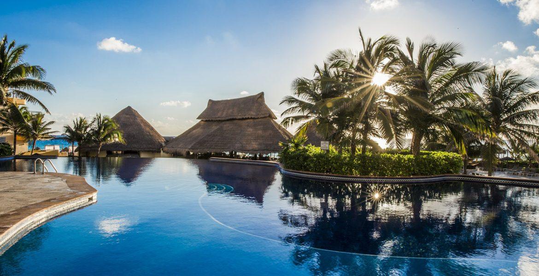 pool-fiesta-americana-condesa-cancun-beach-hotel