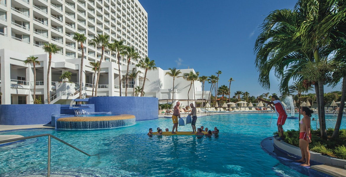 pool-view-riu-palace-antillas-aruba