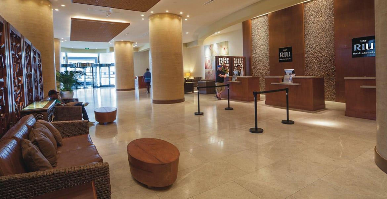 lobby-riu-palace-antillas-aruba