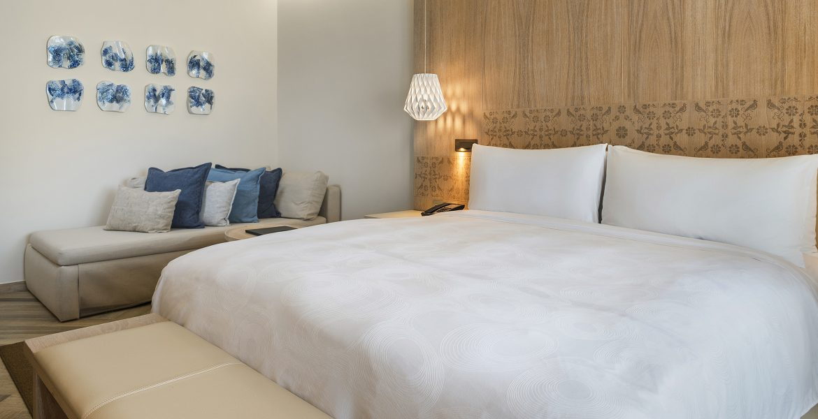suite-bed-jw-marriott-cancun-mexico-beach-resort
