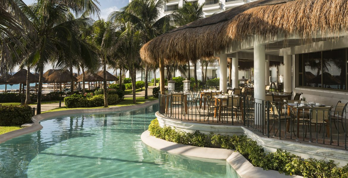 poolside-dining-jw-marriott-cancun-mexico-beach-resort