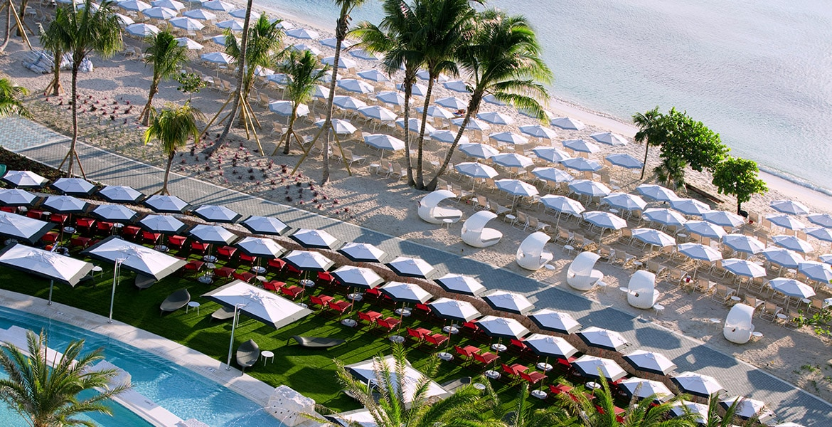 aerial-view-pool-beach-umbrellas-kimpton-seafire-resort-spa