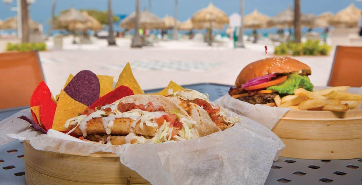 beachfront-dining-marriott-aruba-ocean-club-beach-hotel