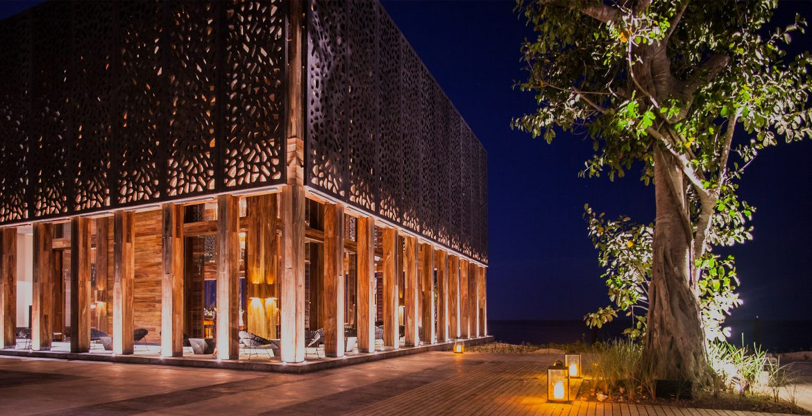 artsy-building-nighttime-nizuc-resort-spa-cancun-mexico