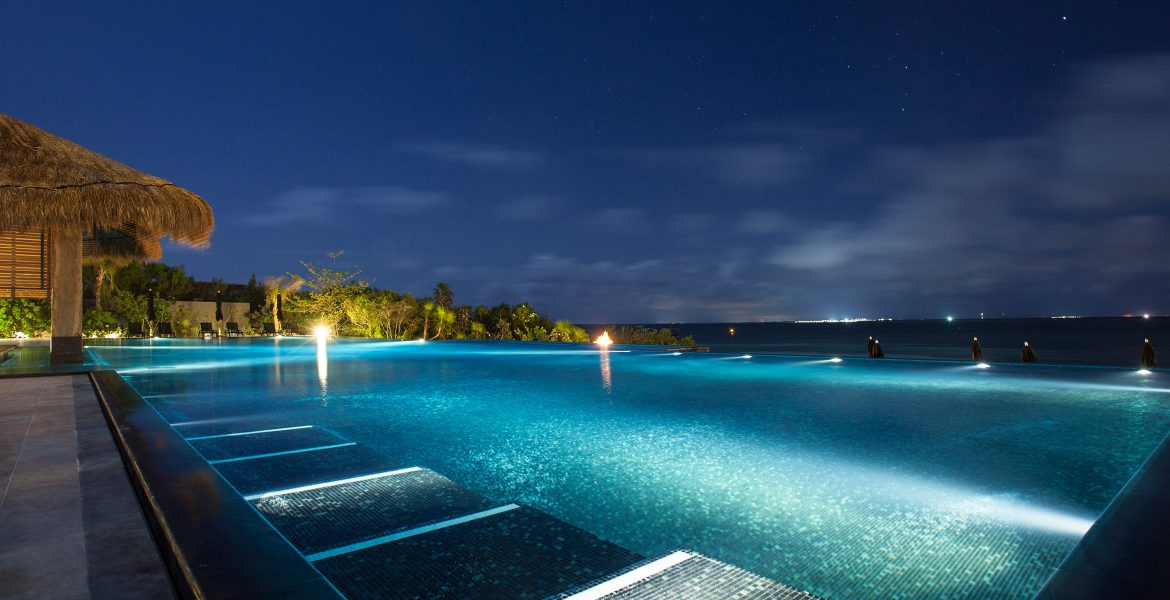 pool-nighttime-nizuc-resort-spa-cancun-mexico