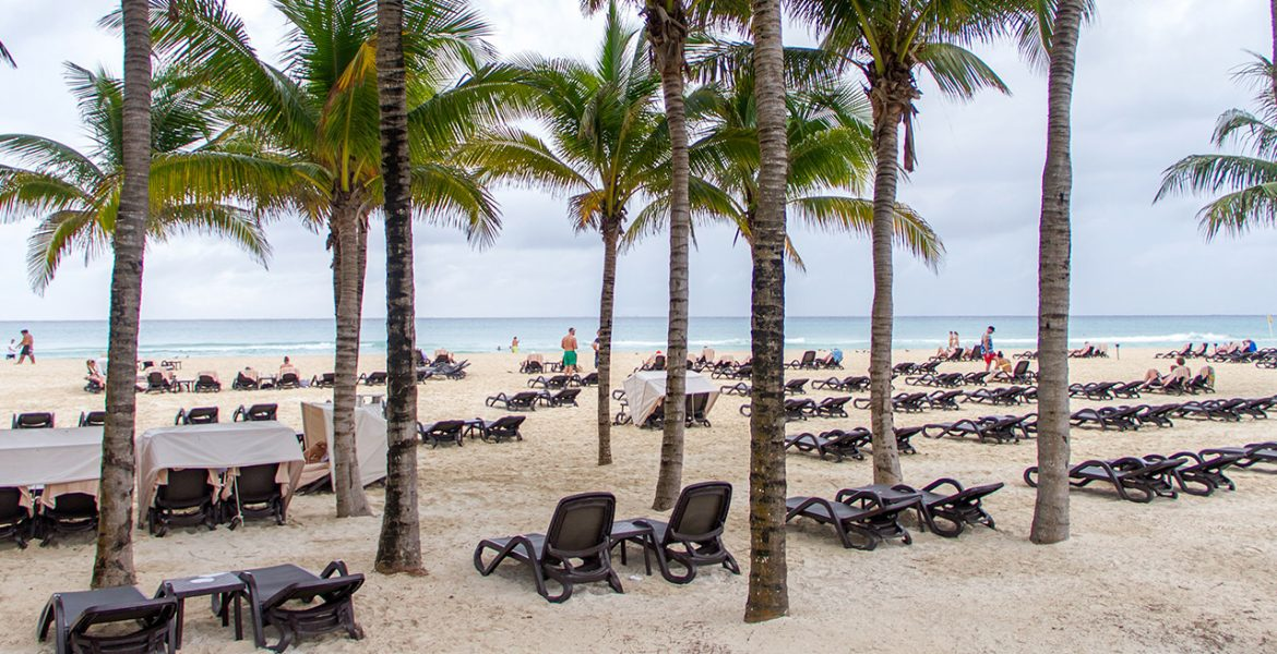 beach-occidental-royal-hideaway-playacar-beach-resort