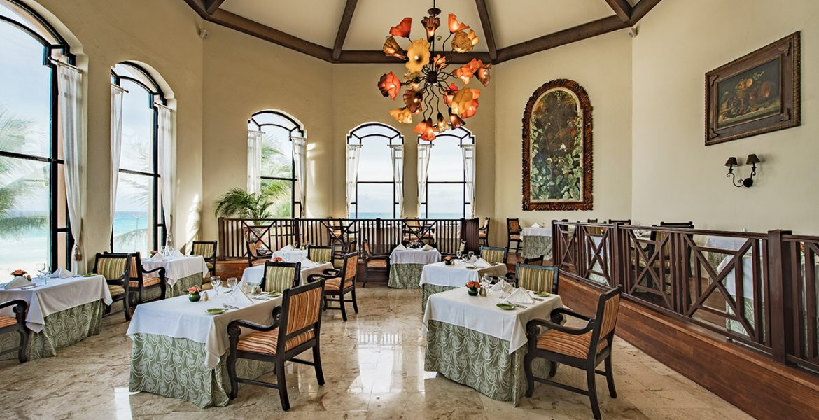dining-occidental-royal-hideaway-playacar-beach-resort