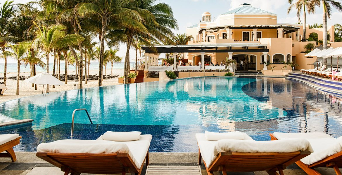 pool-occidental-royal-hideaway-playacar-beach-resort